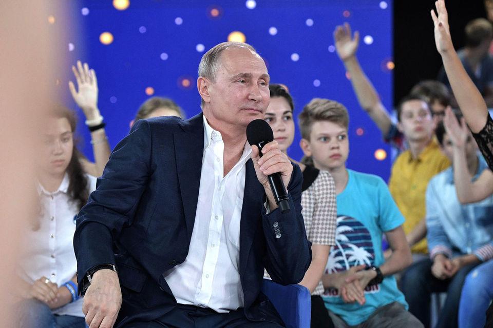 От традиционных прямых линий эту встречу Путина отличал лишь возраст участников
