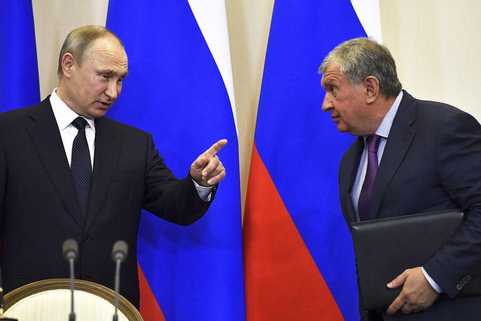 Чуть больше двух месяцев потребуется Игорю Сечину (на фото справа) для исполнения пожелания президента Владимира Путина о повышении дивидендов до 50%