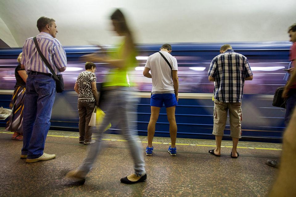Конкурс на поставку восьми шестивагонных составов метро стоимостью 3,8 млрд руб. «Вагонмаш» выиграл в феврале 2015 г., но контракт был подписан спустя два месяца