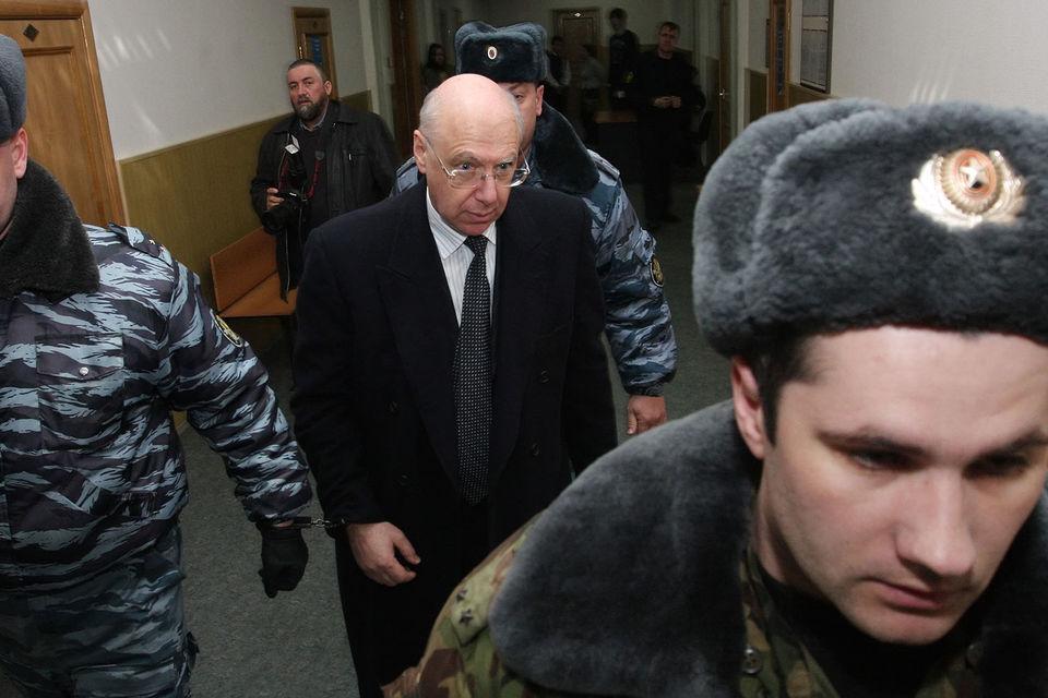 Весной 2009 г. Гительсон был арестован по обвинению в растрате средств Пенсионного фонда и бюджета Ленинградской области