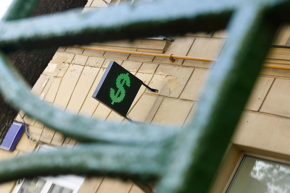 На вчерашних торгах курс доллара несколько раз поднимался выше 60 руб.
