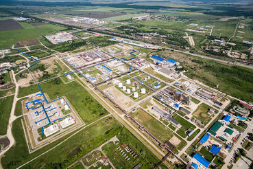 Первый этап модернизации завершился в 2015 г.: вложенные в завод около $2,3 млрд позволили увеличить переработку в 2,4 раза до 6 млн т.
