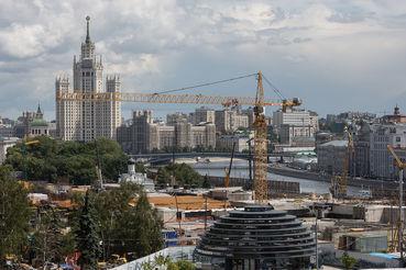 Общая площадь — 11 га, она ограничена Москворецкой набережной, улицей Солянка и Устьинским проездом, переходящим в Большой Устьинский мост