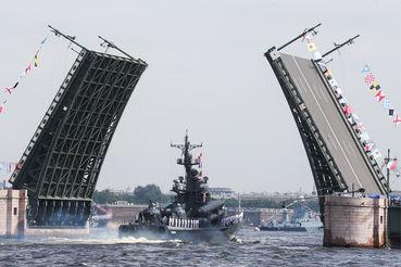 Из-за подготовки военно-морского парада в Петербурге образовались пробки