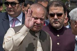 Верховный суд Пакистана признал, что премьер-министр страны Наваз Шариф не соответствует должности