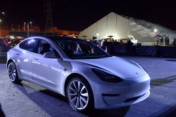 На момент старта серийного производства у Tesla было 400 000 заказов на Model 3
