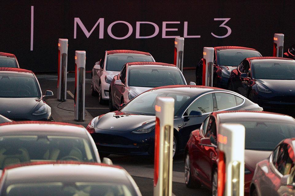 Массовая Model 3 должна наконец сделать компанию более финансово стабильной
