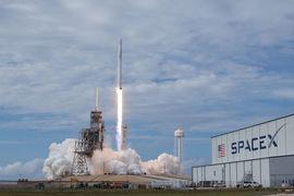 С начала этого года SpaceX уже запустила в космос 10 ракет, побив прошлогодний рекорд – восемь запусков.