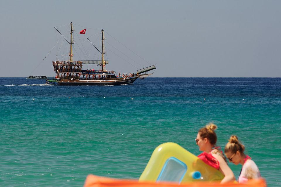 Поток россиян в Турцию нарастает – в июле курорты Антальи посетило наибольшее число туристов за последние четыре года
