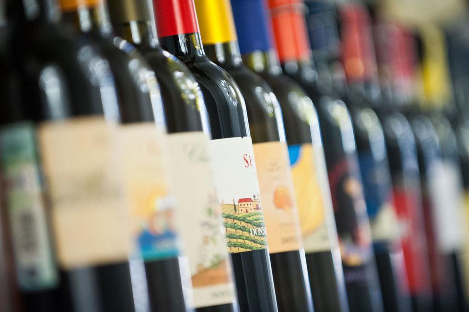 Минфин предлагает разрешить торговлю алкоголем в сети