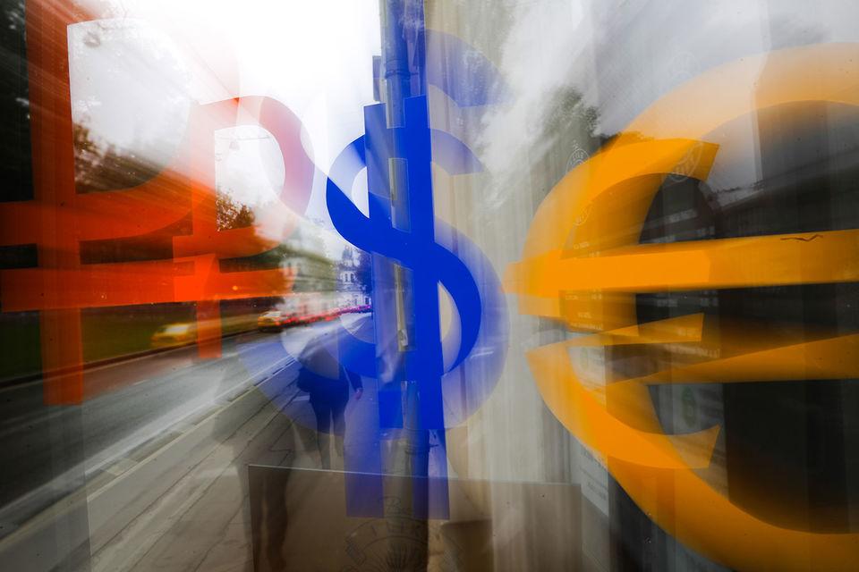 В августе рубль традиционно находится под давлением