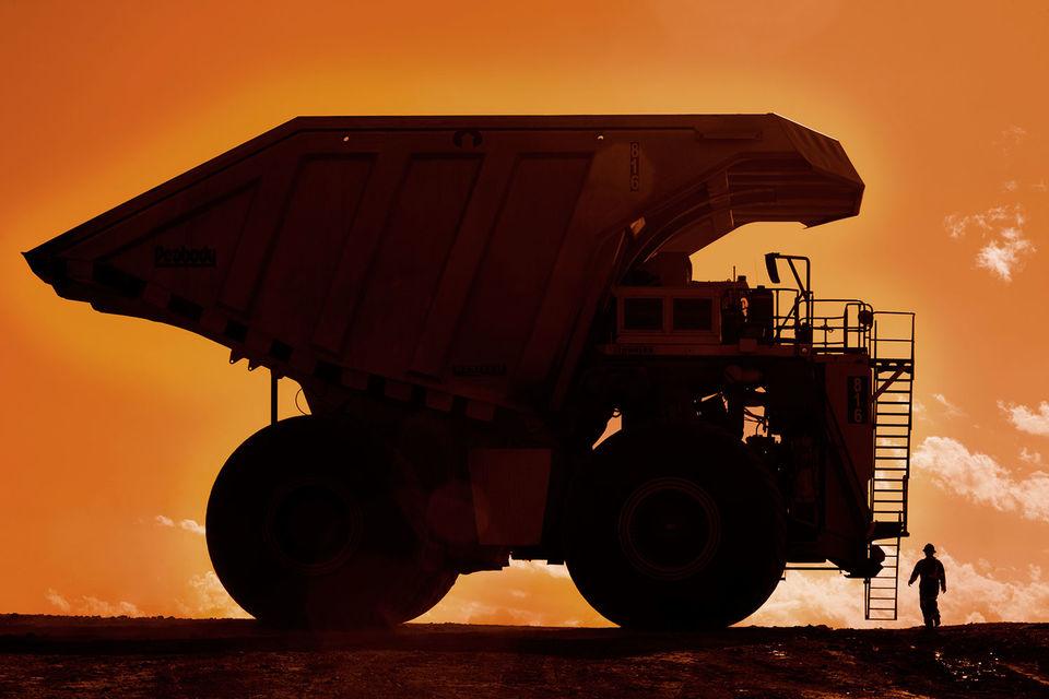 Резкие колебания цен на товары вынуждают компании отказываться от стандартных контрактов. Так, стоимость коксующегося угля в мире теперь пересчитывается по окончании поставок