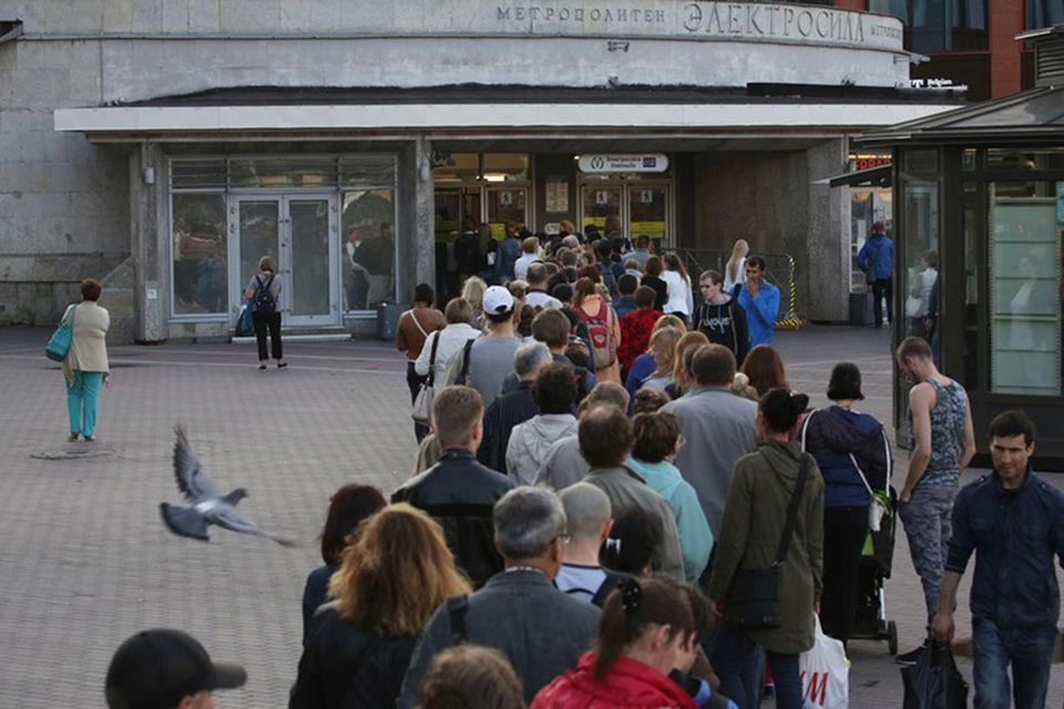 Метрополитен отправил письмо губернатору Петербурга и министру транспорта Максиму Соколову, в котором признал неудачным опыт тотального досмотра пассажиров