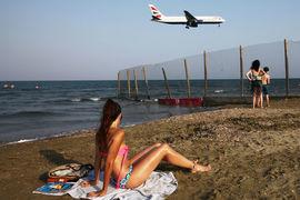 Туристы осаждают Кипр