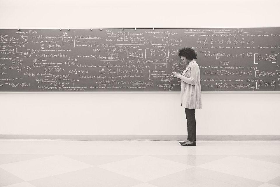 Долгое время вся система мирового высшего профессионального образования была сосредоточена наформировании у студентов преимущественно hard skills