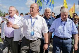 В своих выступлениях партийные лидеры обличали революцию на Украине, предостерегали молодежь от чрезмерной борьбы с коррупцией и делились своим определением счастья