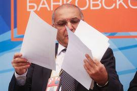 По словам Тосуняна, в АРБ появилась инициативная группа, которая попросила «большую восьмерку» банков, уже заявившую о выходе из ассоциации, разъяснить свою позицию