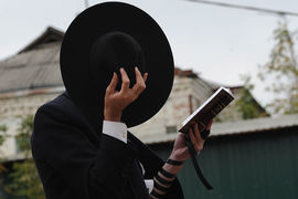 Контролировать развитие криптовалюты будет так называемый «Совет шести», куда войдут уважаемые члены еврейской общины из разных отраслей — бизнеса, политики, финансов, технологий, культуры, общественной деятельности