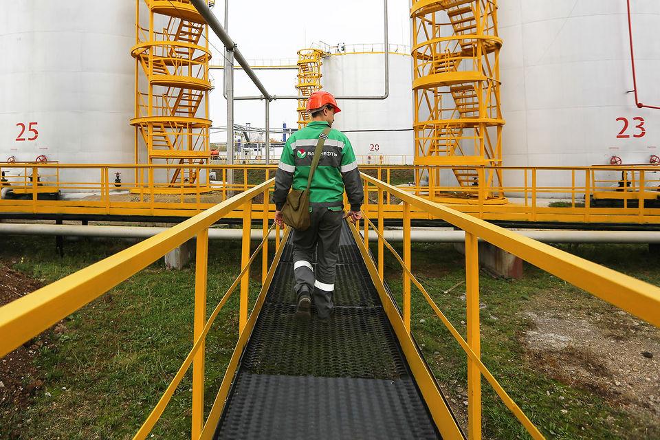 Представитель «Роснефти» в ходе прений сторон отметил, что убытки от реорганизации зафиксированы в отчетности «Башнефти». Чистые активы «Башнефти» сократились на 57,7 млрд руб.