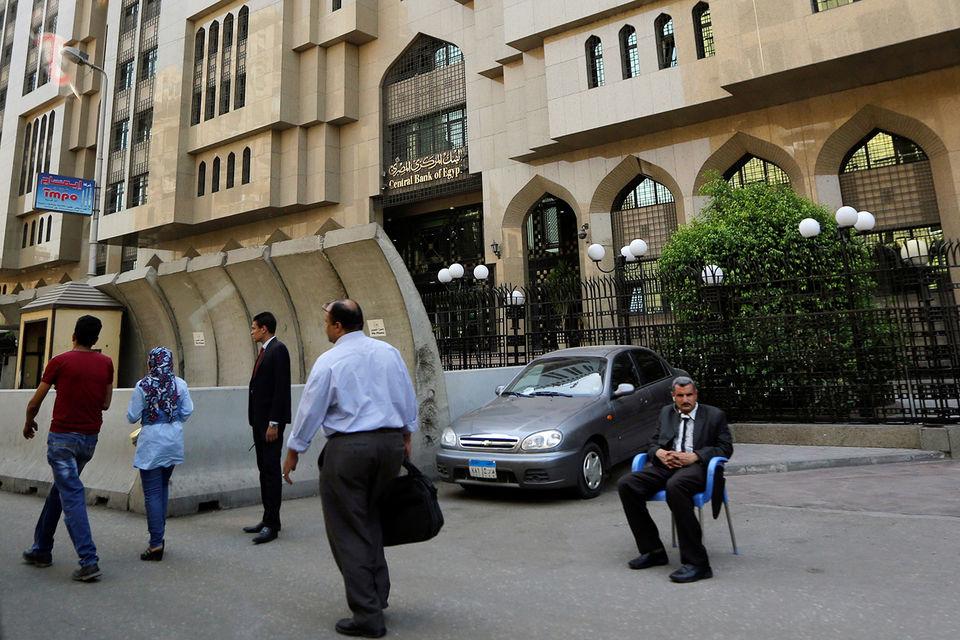 Средний класс превращается в бедноту, сетует проправительственный парламентарий Осама Хейкал