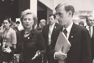 Джейку Салливану, каковой в случае победы Хиллари Клинтон стал бы советником сообразно национальной безопасности, итого 00
