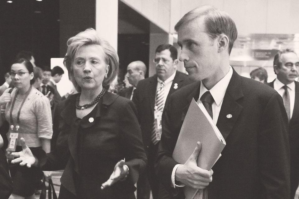 Джейку Салливану, который в случае победы Хиллари Клинтон стал бы советником по национальной безопасности, всего 40