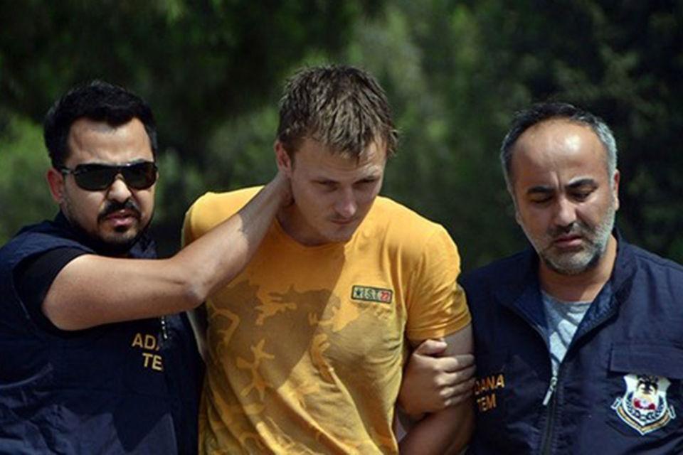 """Hurriyet со ссылкой на агентство Dogan сообщает, что «боевик """"Исламского государства"""" (ИГ, запрещено в России) российского происхождения» был задержан 10 августа в провинции Адана"""