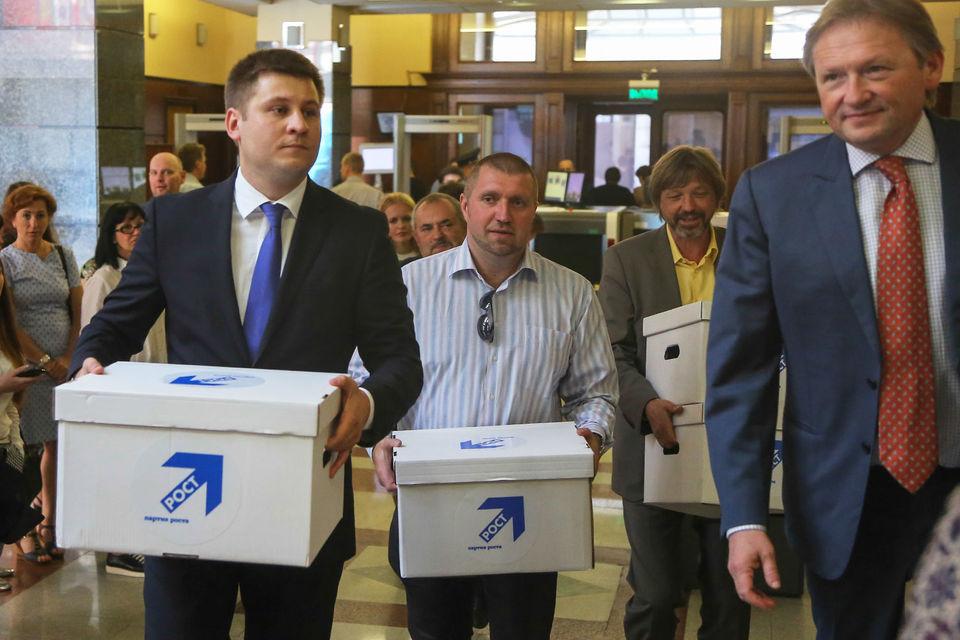 Бизнесмен Дмитрий Потапенко (в центре) готов представлять партию бизнес-омбудсмена Бориса Титова (справа) на выборах президента в марте 2018 г.