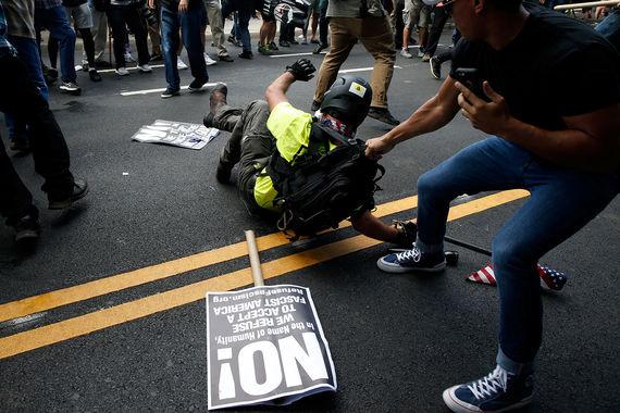 Газета  сообщила, что при наезде автомобиля на участников антирасистских  протестов около 21.00 мск ранены еще несколько человек