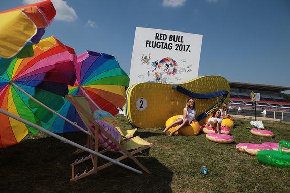 13 августа в воскресенье Red Bull Flugtag переписывал историю авиации на самодельных летательных аппаратах