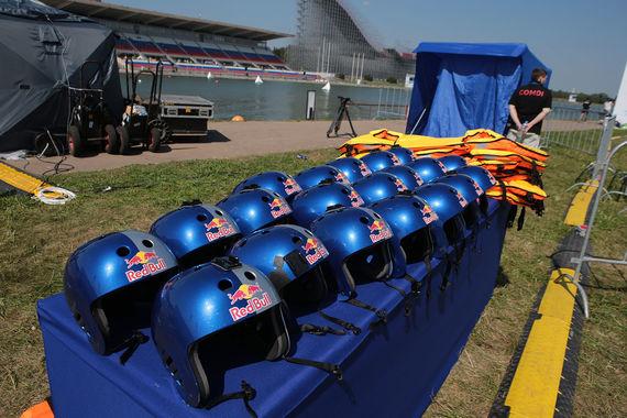 Пятый фестиваль Red Bull Flugtag прошел на Гребном канале в Крылатском
