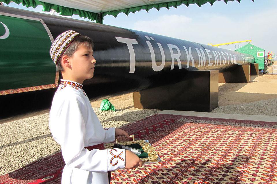 Новых труб для своего газа Туркмения так и не построила