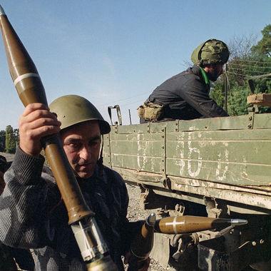Ополченцы готовятся к выезду на позиции