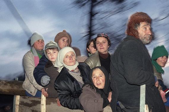 Абхазские беженцы из разрушенных сел направляются в город Ткварчели