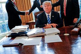 Консультационный совет при Трампе покинули руководители Merck, Under Armour и Intel
