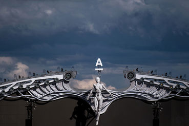 Аналитики «Альфы» видят непростое будущее четырех конкурентов (на фото инсталляция на музыкальном фестивале Alfa Future People)