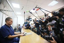Алексей Улюкаев коротал время в суде за чтением произведений Антона Чехова