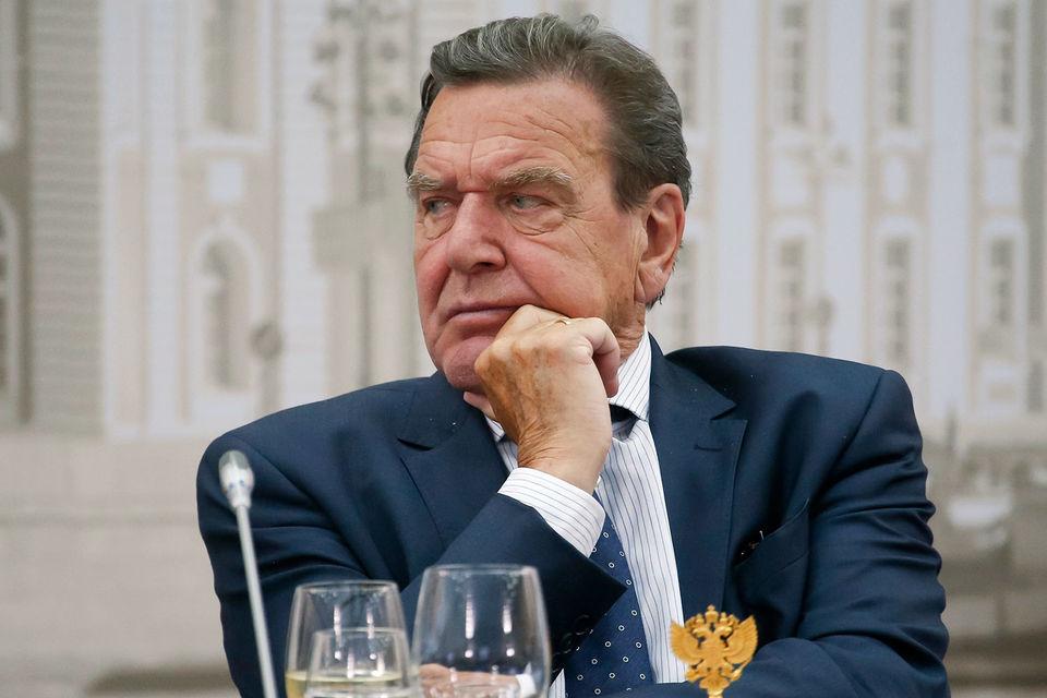 Шредер не откажется от работы в совете «Роснефти», даже несмотря на критику
