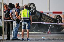В конце погони машина террористов перевернулась