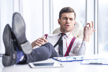 Организация музыкального сопровождения работы в офисе сопряжена с некоторыми трудностями
