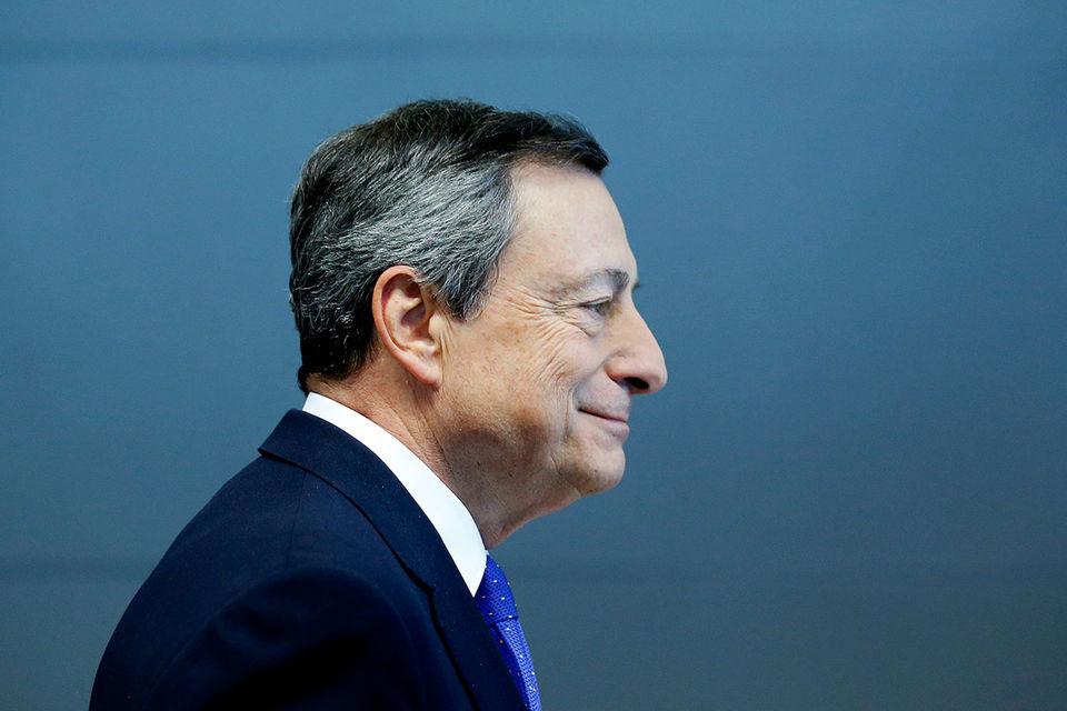 Правила ЕЦБ запрещают ему покупать более 33% находящихся в обращении гособлигаций каждой из стран еврозоны