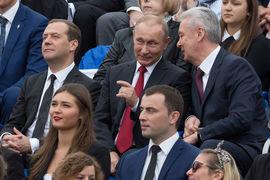 Дмитрий Медведев (слева) и Сергей Собянин (справа) по-прежнему близки к президенту