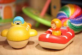 Впервые с начала кризиса россияне стали больше покупать дешевых игрушек