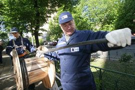 По версии московских властей, канализация строилась за бюджетный счет – но город не может зарегистрировать ее на себя, поскольку она уже зарегистрирована на МГТС