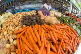 На июльской динамике сказалось прежде всего замедление роста цен на фрукты и овощи после подорожания на 8,3% в июне