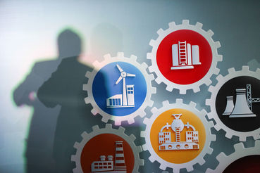Компенсируют падение своих доходов россияне подработками в теневом секторе
