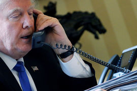 Принятый этим летом закон запретил президенту отменять или смягчать санкции без одобрения конгресса