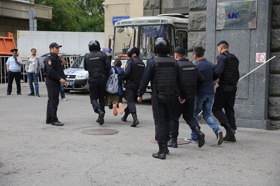 Задержаны также несколько левых активистов