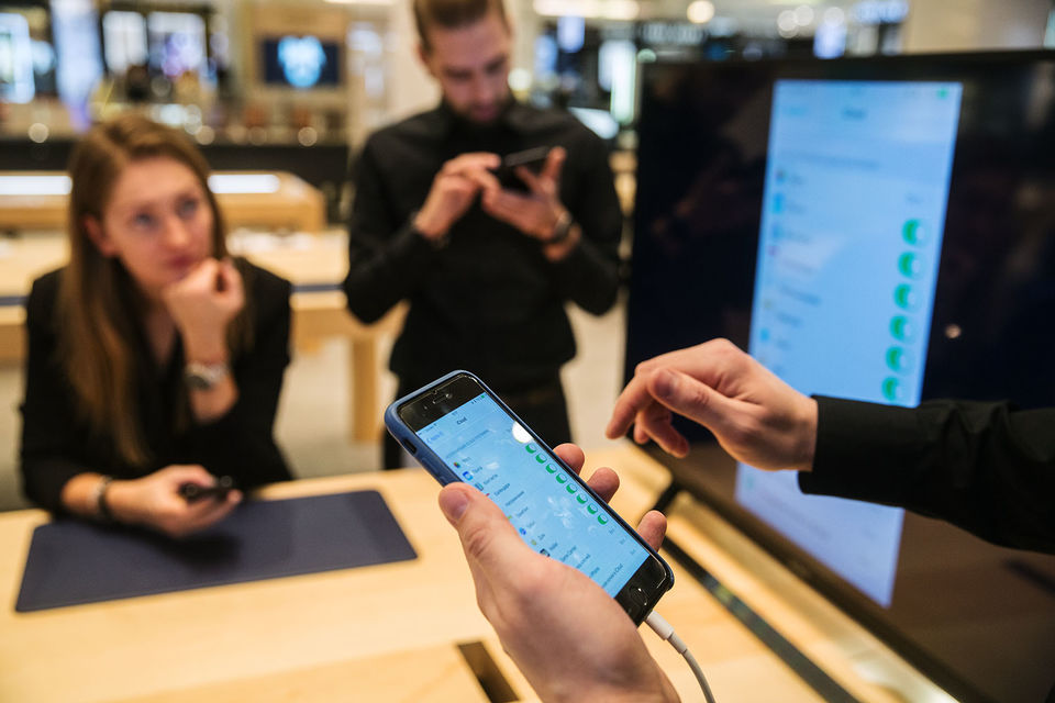 С конца июля россияне поменяли с доплатой уже около 10 000 смартфонов Apple