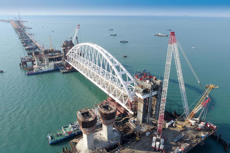 Установлена самая габаритная конструкция Керченского моста